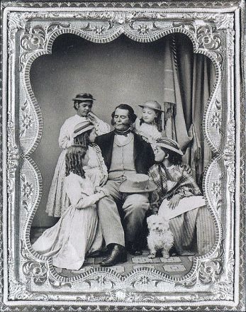 472px-General_Vallejo_with_his_daughters_and_granddaughters